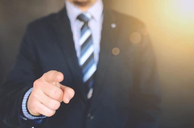 サラリーマンが副業から個人事業主になる際のポイントや注意点とは