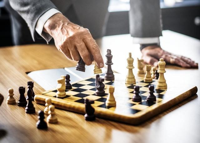 """""""チェスをする男性"""""""
