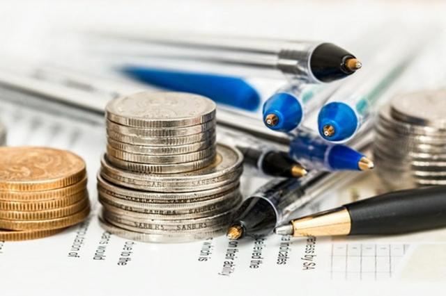 お金と筆記用具